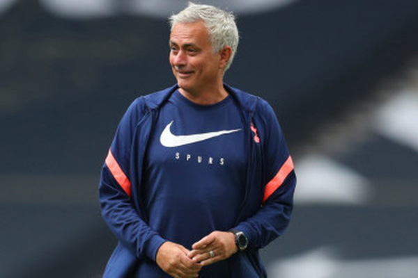 Bị Tottenham sa thải, HLV Mourinho được đền bù bao nhiêu tiền?