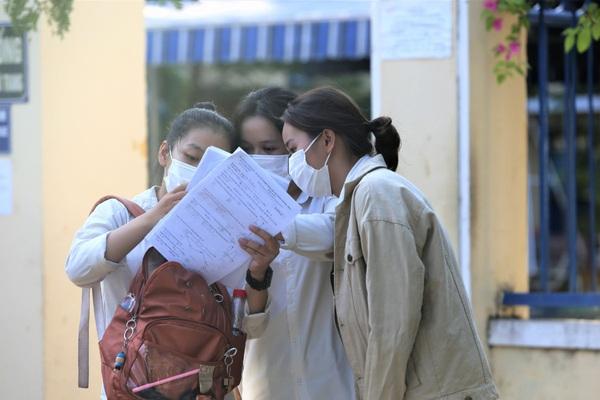 """Đà Nẵng: Học sinh lén chụp đề kiểm tra cuối kỳ II môn Toán đăng facebook """"kêu cứu"""""""