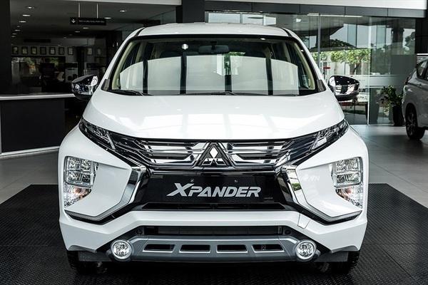 """Mua xe 7 chỗ giá rẻ, Mitsubishi Xpander hay Suzuki XL7 """"ngon"""" hơn?"""