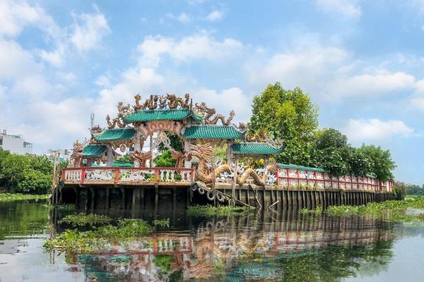 Khám phá Miếu Nổi giữa dòng sông Vàm Thuật ở thành phố Hồ Chí Minh