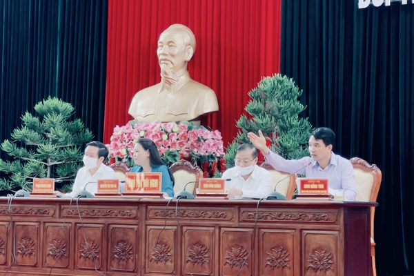 """Thường trực Tỉnh uỷ Ninh Bình đối thoại, trả lời nhiều vấn đề """"nóng"""" của cán bộ, hội viên nông dân"""