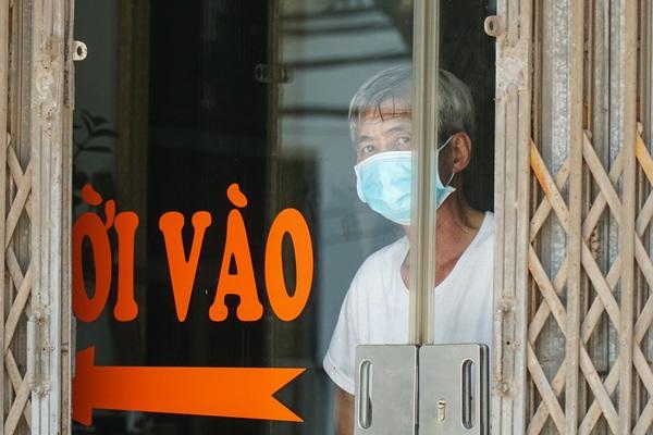Ảnh: Cách ly y tế một xã ở Hà Nội sau khi có 7 ca nhiễm Covid-19