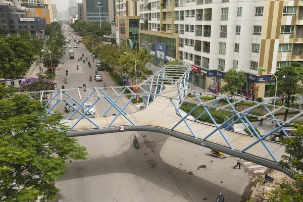 Ngắm cầu vượt bộ hành hình chữ Y đẹp nhất Hà Nội