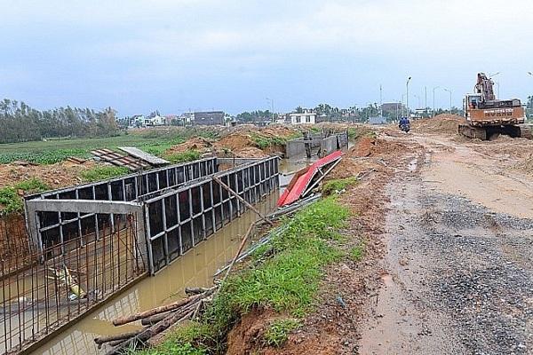 Quảng Ngãi: Số dự án trúng thầu giá thấp hơn 10% quy định tăng 70 lần có bất thường?