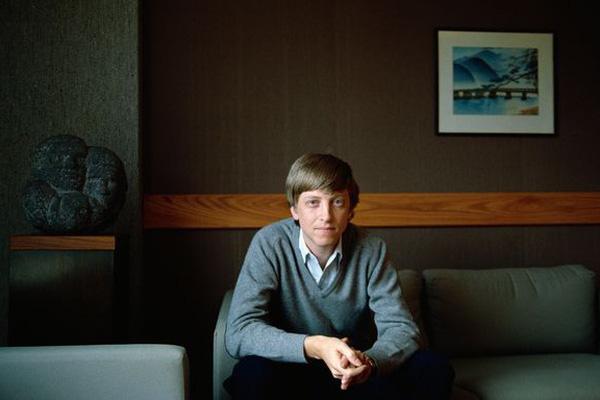 Bill Gates từng thuê vũ nữ thoát y đến để bơi cùng ông tại nhà?