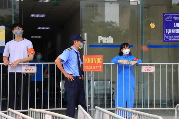 Video: Phong toả chung cư Đại Thanh ở Hà Nội vì có ca dương tính với Covid-19