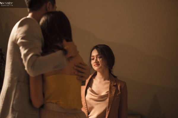 Chồng yêu nhân tình đến mê muội nhưng vẫn trì hoãn ly hôn vì âm mưu đáng sợ