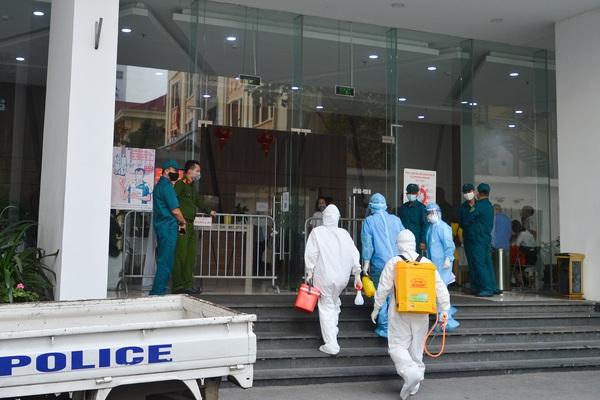 Khẩn cấp cách ly y tế tòa nhà Center Point, 27 Lê Văn Lương nơi có ca dương tính tại Hà Nội