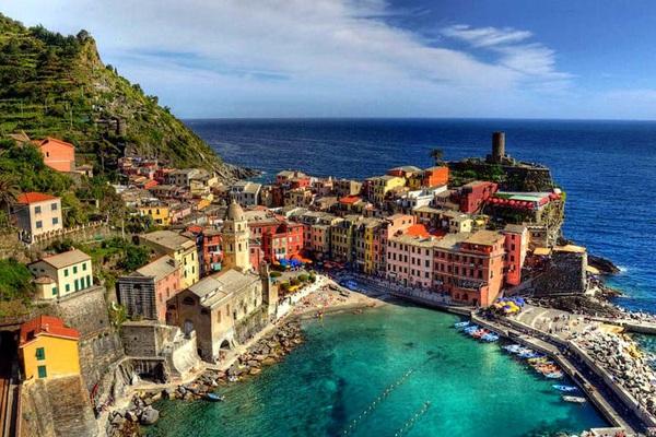 Ý: Chính phủ dỡ bỏ lệnh hạn chế kiểm dịch đối với khách du lịch đến từ Anh