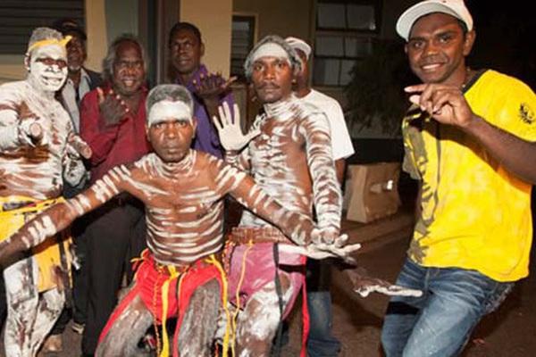 Australia: Thổ dân Yolngu với chế độ đa thê, đàn ông sở hữu tới 29 vợ