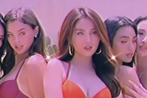 """CLIP: Diện bikini cùng Ngọc Trinh, bạn gái Bùi Tiến Dũng """"đốt mắt"""" NHM"""