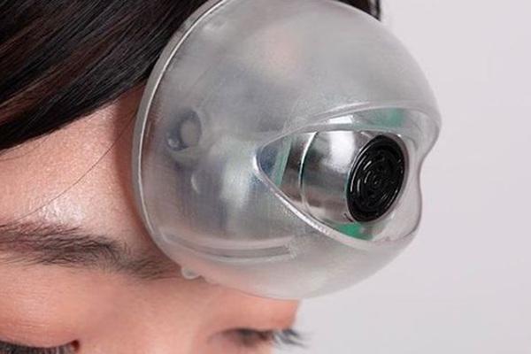 """""""Con mắt thứ ba"""" sẽ giúp người dùng đi bộ mà không cần nhìn đường"""