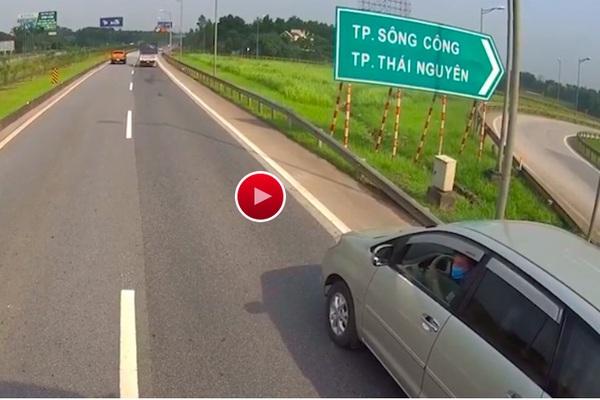 """CSGT nói về tranh luận tài xế lùi xe Innova trên cao tốc Hà Nội - Thái Nguyên là """"nam hay nữ"""""""