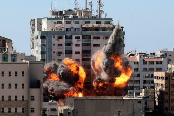 Israel đánh bom nhà thủ lĩnh Hamas, Tel Aviv hứng mưa tên lửa