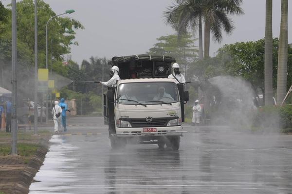 Quân đội tổng lực khử khuẩn BV bệnh Nhiệt đới T.Ư - nơi vừa phát hiện 42 ca nhiễm Covid-19