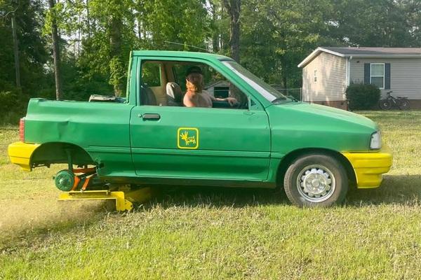 Ngỡ ngàng chiếc xe Ford thành máy cắt cỏ tuyệt đỉnh