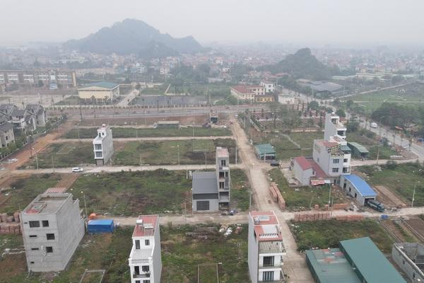 """Nên đầu tư đất nền hay chung cư khi """"sốt đất"""" hạ nhiệt?"""
