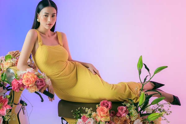 Hoa hậu Phương Khánh tung loạt ảnh chào hè, khoe khéo vòng eo gợi cảm