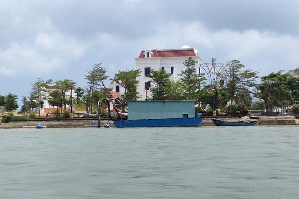 Bình Định: Yêu cầu doanh nghiệp khai thác cát cam kết không gây sạt lở bờ sông