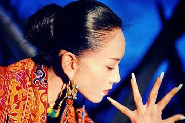 'Mai Siêu Phong' kinh điển không ăn cơm suốt 20 năm, trẻ đẹp khó tin ở tuổi ngoài 60