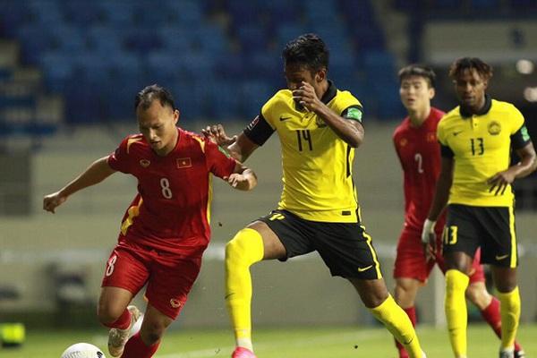 """Đội nhà lại thua, báo Malaysia gọi ĐT Việt Nam là """"cơn ác mộng"""""""