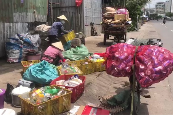 TP. HCM: Lao động nghèo vất vả mưu sinh giữa mùa Covid-19