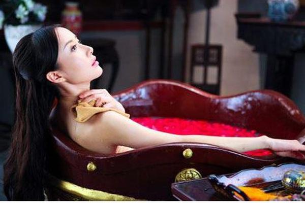 Tư mật chốn thâm cung: Hoàng hậu có sở thích đặc biệt, nam nhân muốn chẳng được, thái giám lại là cực hình
