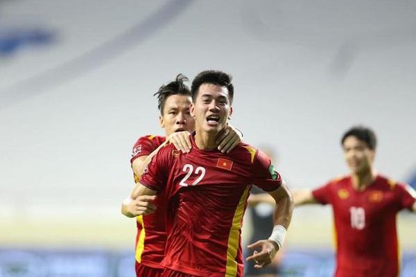 """Xem lại bàn thắng """"thắp lửa tinh thần"""" của Tiến Linh cho tuyển Việt Nam trước UAE"""