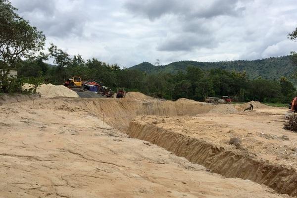 """Dự án hồ chứa nước Yên Ngựa: Dân giao đất, chủ đầu tư chưa đền bù vì 40 """"sổ đỏ"""" bị chồng lấn"""