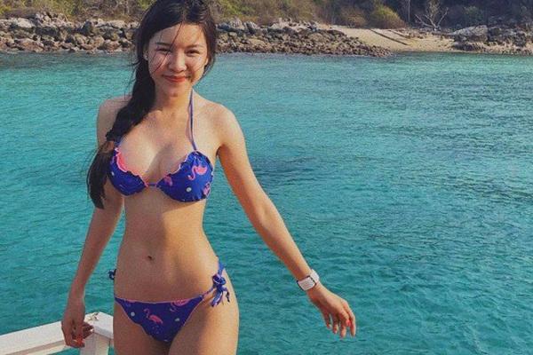 Ngắm thân hình nóng bỏng của bạn gái thủ môn Văn Lâm trong những bộ bikini... siêu nhỏ