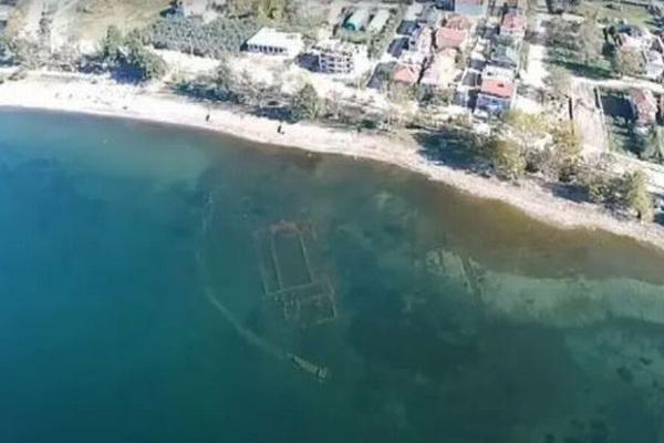 Tàn tích của nhà thờ 1600 năm tuổi bất ngờ nổi lên từ dưới nước
