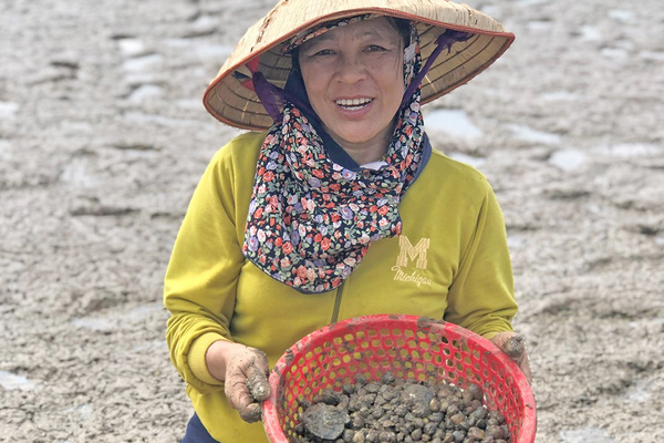 Gia Lai: Lộc trời sông nước ở hồ thủy điện Plei Pai là con gì mà dân ham lội xuống bắt?