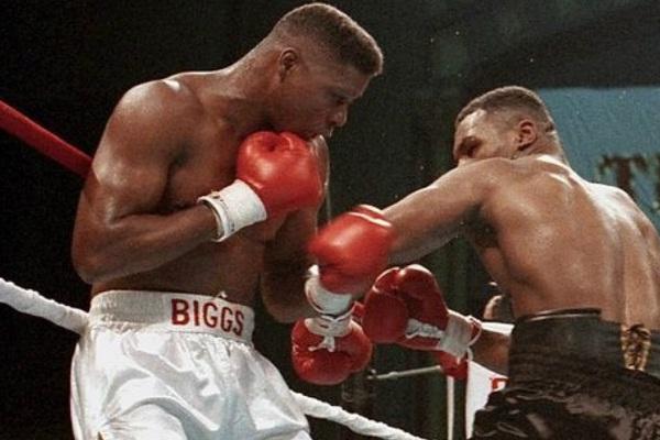 Chọc giận Mike Tyson, võ sĩ nặng 113kg răng môi lẫn lộn, tiêu tan sự nghiệp