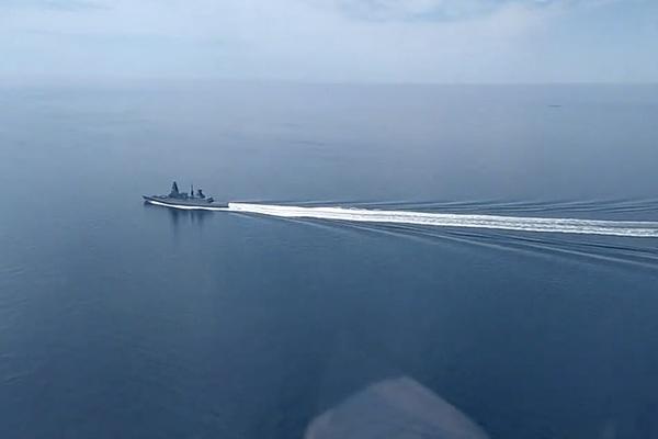 Nga tuyên bố sẽ thả bom vào tàu chiến của Anh nếu còn vượt biên một lần nữa