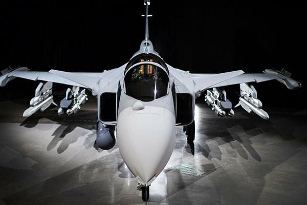 Chi phí dành cho máy bay chiến đấu và tàu ngầm của Thụy Điển tăng vọt