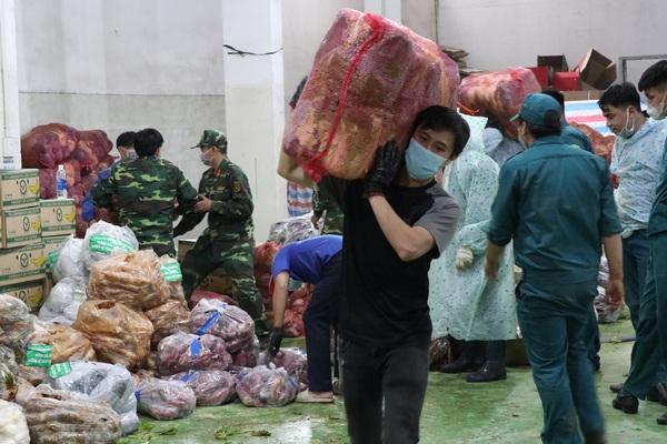 Lâm Đồng: 200 trăm tấn rau, củ, quả tươi ngon nhất được đưa về vùng dịch bị giãn cách