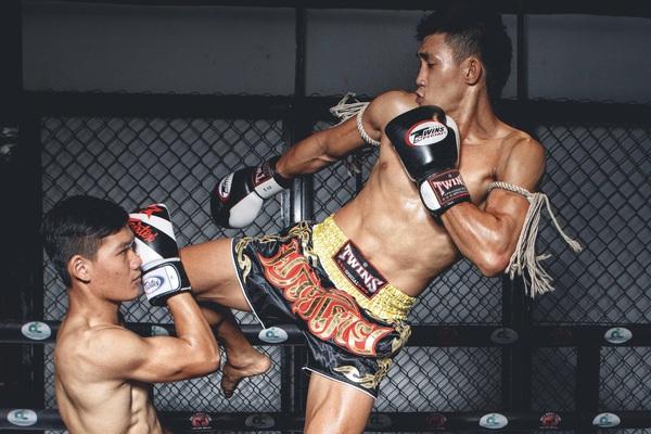 Nguyễn Trần Duy Nhất cùng lúc chấp 6 võ sĩ và... cái kết