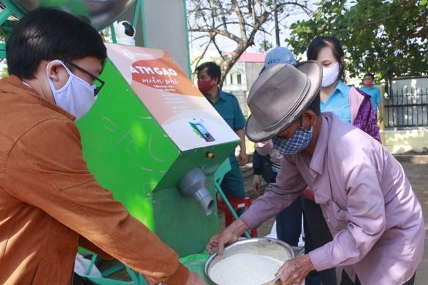 Phú Yên: ATM gạo hỗ trợ người dân trong giãn cách xã hội