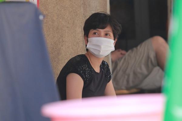 Hà Nội: Người dân trong khu cách ly, phong toả nhớ con đến phát khóc