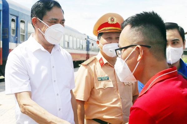 Đón an toàn 814 công dân từ vùng dịch, Hà Tĩnh lại cử thêm y bác sĩ vào Bình Dương giúp tỉnh bạn