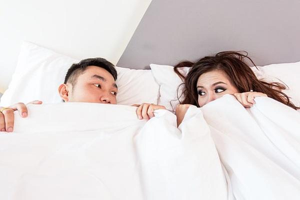 Đêm tân hôn mãn nguyện với vợ đẹp, nào ngờ cô ấy đưa đề nghị sốc