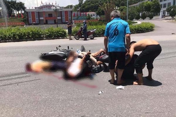 """Hai xe máy """"đấu đầu"""" kinh hoàng trên quốc lộ, 3 người thương vong"""