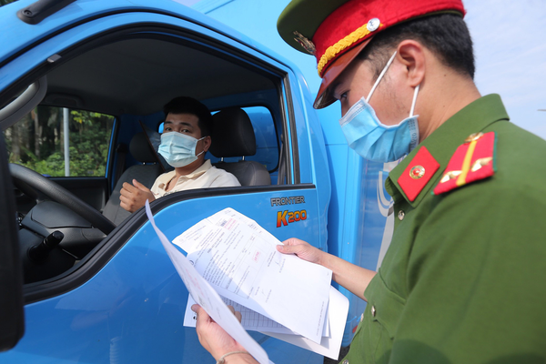 Hà Nội công bố mẫu giấy đi đường, người dân dùng giấy đi đường cũ có bị xử phạt không?