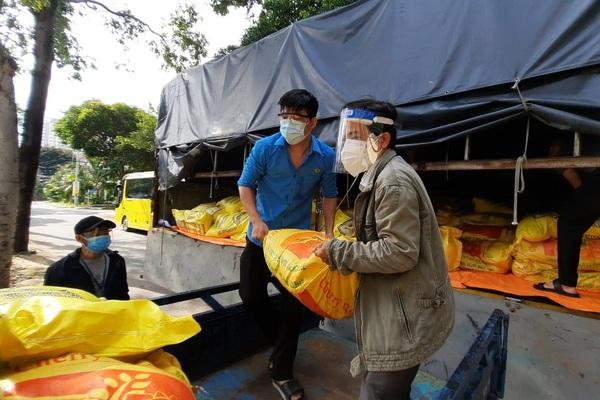 Tổ công tác 970 kết nối, 10 tấn gạo, 20.000 quả trứng đến với công nhân khu công nghiệp TP.HCM