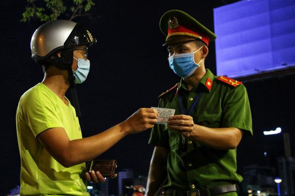 Đà Nẵng: Xử lý nghiêm người sử dụng giấy giả để ra đường