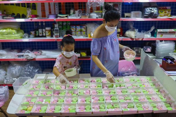 Ngày Lễ Vu Lan, kiếm chục triệu nhờ làm bánh trôi hoa sen bán online