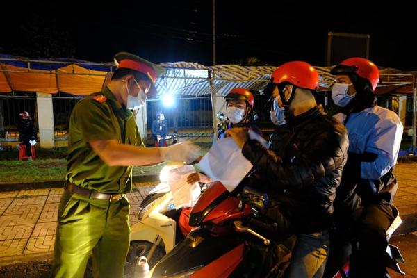 Đắk Lắk: Hai thanh niên bỏ trốn khi đang cách ly tại nhà bị phạt 15 triệu đồng