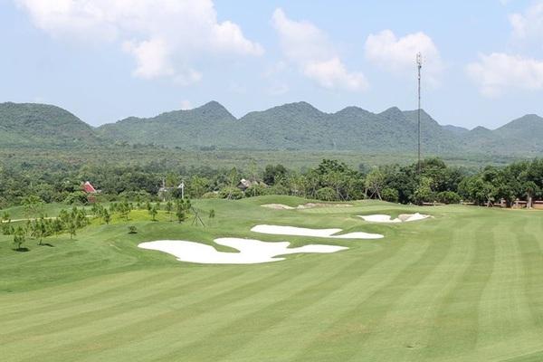 Vụ Giám đốc Sở Du lịch Bình Định chơi golf trong dịch Covid-19: Trường hợp nào có căn cứ để khởi tố hình sự?
