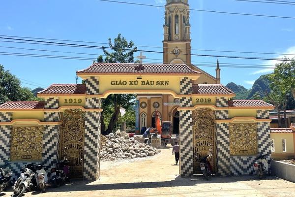 """Quảng Bình: Bàu Sen-""""Giáo xứ xanh và linh mục xanh"""" bên Vườn quốc gia Phong Nha-Kẻ Bàng"""