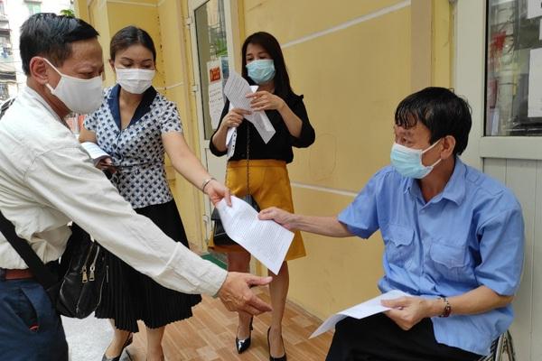Hà Nội vẫn kiểm soát giấy đi đường, vừa nới lỏng vừa chờ chỉ đạo từ Thành phố